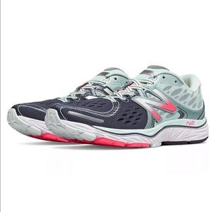 New Balance Womens Running Shoe Mint/Pink - Sz 5.5